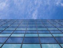 Kontorsbyggnad i en stor stad royaltyfri fotografi