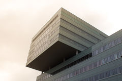 Kontorsbyggnad i solen Arkivbild