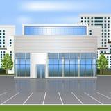 Kontorsbyggnad med reflexion och parkering Arkivfoton