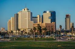 Kontorsbyggnader i Tel Aviv Arkivfoto