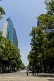Kontorsbyggnader på Mexico - stad arkivbild
