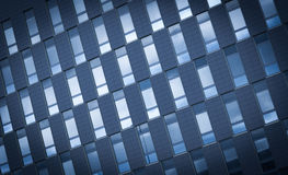 Kontorsbyggnadfönsterbakgrund Arkivbild