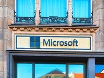 Kontorsbyggnadhögkvarter av det Microsoft företaget i Berlin royaltyfri bild