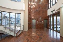 Kontorsbyggnadlobby Arkivbilder