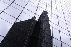 Kontorsbyggnadreflexion Arkivfoton