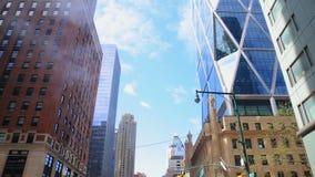 Kontorskvarter och lägenheter New York Nordamerika, USA APRIL 20, 2016 stock video