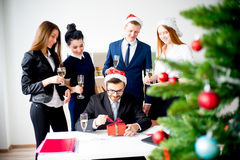 Kontorsparti för nytt år fotografering för bildbyråer