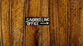 kontorstecken som snorkeling Fotografering för Bildbyråer