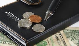 Kontorstillförsel och valuta Royaltyfri Foto