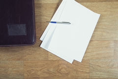 Kontorstillförsel på en tabell Royaltyfri Fotografi