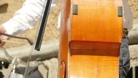 Kontrabasradmusikinstrument stock video