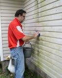 Kontrahenta Cleaning foremka Od Winylowy Popierać kogoś I algi Obraz Stock