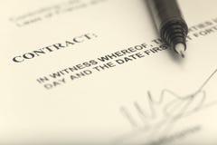 Kontraktacyjny podpisywanie Obraz Royalty Free
