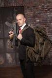 Kontraktacyjny zabójca przygotowywający dla tajnej misi Zdjęcie Royalty Free