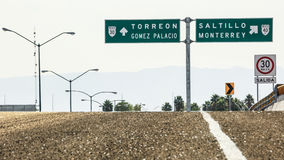 Kontrapunkt von Verkehrsschildern von Coahuila Lizenzfreies Stockbild