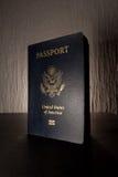 Kontrast-Schreibtisch-Blitz Reise-Pass-Broschüren-Abdeckungs-Vereinigter Staaten amerikanischer schwarzer Lizenzfreie Stockfotos