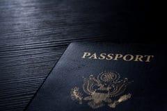 Kontrast-Schreibtisch-Blitz Reise-Pass-Broschüren-Abdeckungs-Vereinigter Staaten amerikanischer schwarzer Lizenzfreies Stockfoto