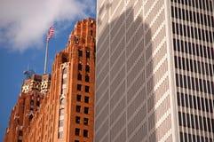 Kontrastierende Architektur Lizenzfreie Stockbilder