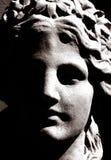 Kontrastreiches Foto einer griechischen Skulptur stockfotos