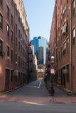 Kontrastujący budynki stary prowadzić nowy Zdjęcie Royalty Free