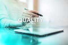 Kontrola jakości czeka pudełko Gwarancji zapewnienie Standardy, ISO Biznesu i technologii pojęcie zdjęcia stock