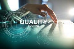 Kontrola jakości czeka pudełko Gwarancji zapewnienie Standardy, ISO Biznesu i technologii pojęcie obraz stock