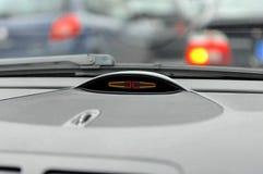 kontrola odległości samochód na parkingu Zdjęcia Royalty Free