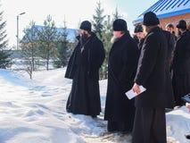 Kontroll av konstruktionen av den kyrkliga och biskops- servicen i den Kaluga regionen av Ryssland Fotografering för Bildbyråer