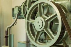 Kontroll för kabel för underhåll för hissaxel Arkivbild