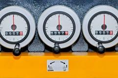Kontroll som mäter instrument med parallella meter Royaltyfri Foto