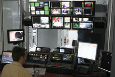 Kontrollbereich in Fernsehdirektornraum Stockfotografie