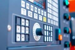 Kontrollbord av den moderna drejbänken industriell abstrakt bakgrund Arkivbilder