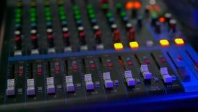Kontrollbord Digital för solid blandare i studion lager videofilmer