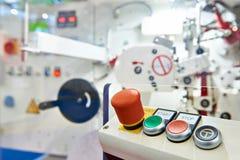 Kontrollbord med knappar för att koppla den industriella maskinen Royaltyfria Bilder