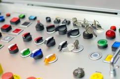 Kontrollbord med knappar, tangent och strömbrytaren arkivfoto