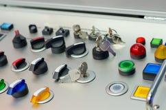 Kontrollbord med knappar, tangent och strömbrytaren arkivfoton