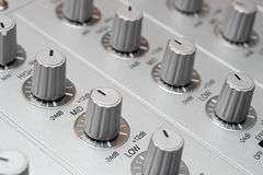 Kontrollen des DJ-Musikmischers Lizenzfreie Stockbilder