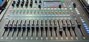 kontrollera arbetsplatsen för ljudet för bildmosaikpanelen Arkivfoton