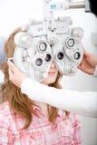 kontrollera den arbets- oftalmologitålmodign royaltyfri fotografi