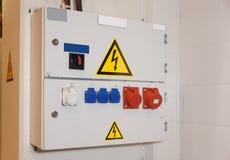 kontrollera den elektriska enheten Royaltyfria Bilder