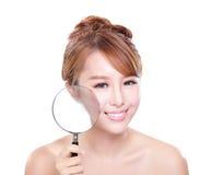 Kontrollera din vård- hud Arkivfoto