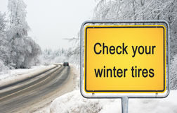 Kontrollera dina vintergummihjul Fotografering för Bildbyråer