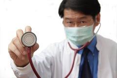kontrollera doktorn som hjärtslaget l5At ditt Fotografering för Bildbyråer