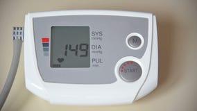 Kontrollera för blodtryck och för puls