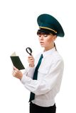kontrollera försiktigt arbetaren för egna förlagor för kontroll Royaltyfri Fotografi