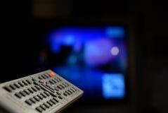 kontrollera fjärrtv:n Fotografering för Bildbyråer