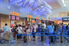 Kontrollera in flygplatsen för räknaren KLIA Royaltyfria Foton