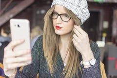 Kontrollera hår, innan du tar bilder royaltyfri bild