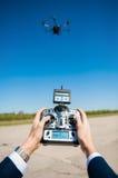 kontrollera helikopterremoten Royaltyfria Foton