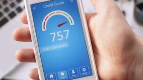 Kontrollera krediteringsställningen på smartphonen genom att använda applikation Resultatet är UTMÄRKT lager videofilmer